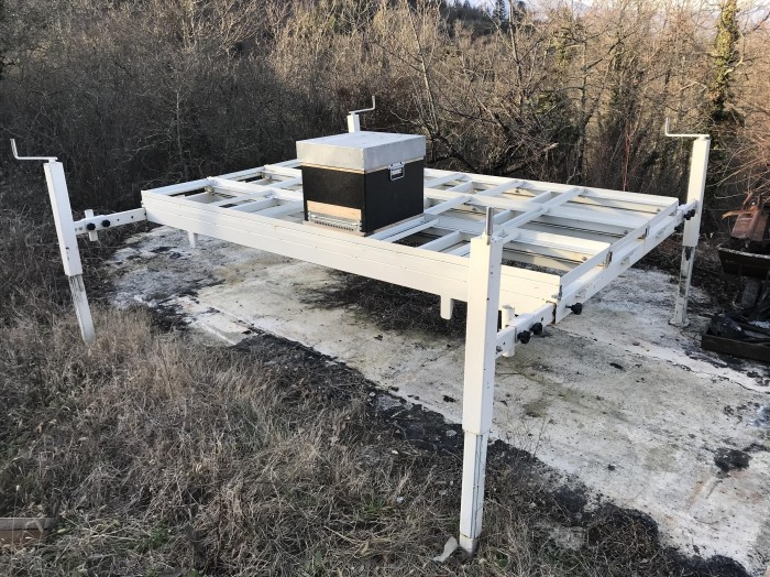 Scarrabile per nomadismo per nr 18 arnie cubo / Structure for beehives moving for nr 18 beehives